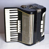Черный винтажный аккордеон стоковая фотография