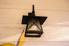 Черный вид лампы на стенах самонаводит стоковое фото rf