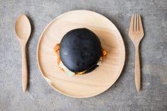Черный гамбургер гамбургера, очень вкусного и изысканных Стоковое фото RF