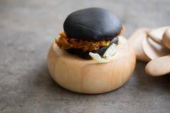 Черный гамбургер Стоковое Фото