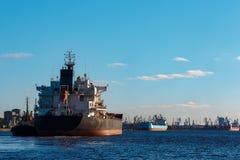 Черный грузовой корабль Стоковое Изображение