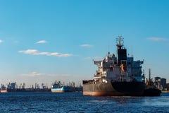 Черный грузовой корабль Стоковое Фото
