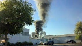 Черный дым внутри к центру города Стоковые Изображения RF