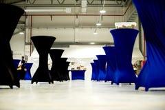 Черный и голубой пол и соразмерность таблицы стоковые фото