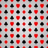 Черный и красный костюм покера на серой предпосылке стоковое фото