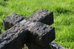 Черный каменный крест Стоковые Фотографии RF