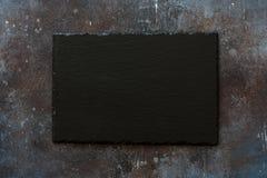 Черный каменный шифер на предпосылке камня grunge Стоковые Фотографии RF