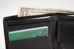 Черный кожаный бумажник с деньгами внутрь Стоковая Фотография