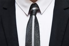 Черный костюм с белыми рубашкой и связью Стоковое Изображение RF