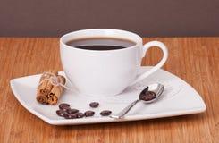 Черный кофе в белой чашке Стоковое Изображение RF