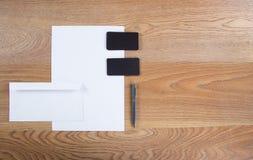 Черный клеймя модель-макет Шаблон установленный на деревянную предпосылку Стоковое Изображение RF
