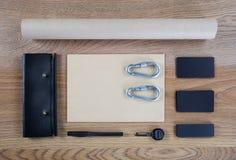 Черный клеймя модель-макет Шаблон установленный на деревянную предпосылку Стоковое фото RF