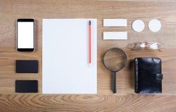 Черный клеймя модель-макет Шаблон установленный на деревянную предпосылку Стоковое Изображение