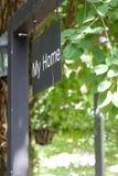 Черный металл мой домашний знак на черном поляке Стоковые Изображения RF