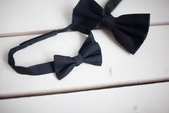 Черный натянутый лук изолированный на белой предпосылке Стоковые Изображения RF