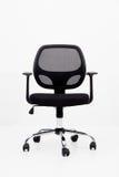 черный офис кожи стула изолировано Стоковое фото RF