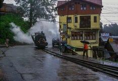Черный пар привел поезд в действие игрушки Darjeeling стоковое изображение rf