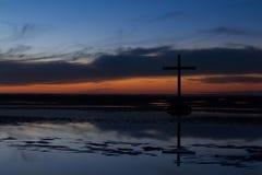 Черный перекрестный заход солнца прилива Стоковое Фото