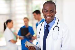 Черный работник медицинского соревнования Стоковые Изображения