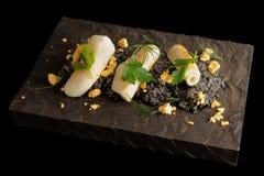 Черный ризотто чернил кальмара с опаленное calamary Стоковые Изображения
