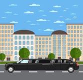 Черный роскошный лимузин на дороге в городе иллюстрация вектора