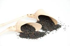 Черный сезам в bamboo ложке Стоковое Фото