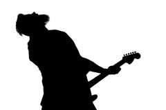 Черный силуэт человека с гитарой на белизне изолировал предпосылку Горизонтальная рамка Стоковые Изображения