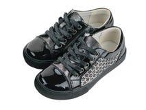 Черный стиль спорт ботинок детей изолированный на белой предпосылке Стоковые Изображения RF