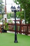 Черный столб лампы с днем стоковая фотография