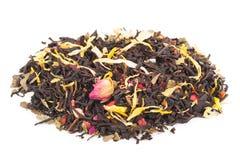 Черный сухой чай с плодоовощами и лепестками Стоковое фото RF