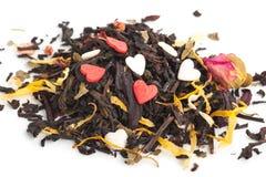 Черный сухой чай с плодоовощами и лепестками стоковое изображение rf