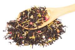 Черный сухой чай с плодоовощами и лепестками Стоковые Фотографии RF