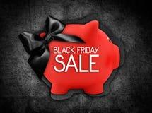 Черный текст продажи пятницы пишет на ярлыке карточки подарка в форме Стоковая Фотография