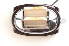 Черный тостер, 2 куска хлеба, на белой предпосылке Стоковое Изображение