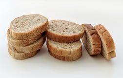 Черный хлеб отрезал в части Стоковое Изображение