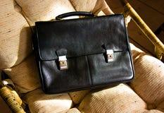 черный wicker стула портфеля стоковое фото rf