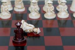 черным белизна пешки шахмат изолированная цветом Стоковая Фотография
