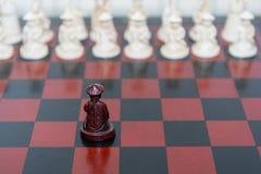 черным белизна пешки шахмат изолированная цветом Стоковое Фото