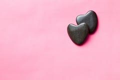 2 черных каменных сердца Стоковые Изображения