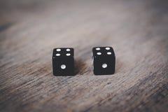 2 черных кости нумерует двойник одну Стоковые Фото