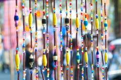 Чернь украшение сделанное шариков потока и пластмассы связала к wiires или строке и повиснула вверх Стоковые Фотографии RF