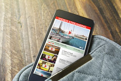 Чернь экрана с онлайн видео Стоковая Фотография RF