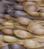 черпает деревянное ложкой Стоковая Фотография RF