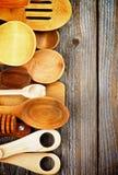 черпает деревянное ложкой Стоковое Изображение