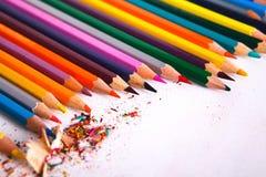 Чертегные инструменты, серия красочных карандашей обрамляют предпосылку Стоковое Изображение