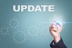 Чертеж бизнесмена на виртуальном экране Принципиальная схема новой версии Стоковые Изображения RF