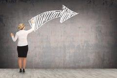 Чертеж бизнес-леди на стене Стоковое фото RF