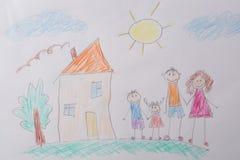 Чертеж детей моя счастливая семья Концепция психологии ребенка стоковая фотография rf