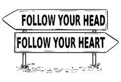 Чертеж знака 2 стрелок следовать вашим решением головы или сердца Стоковое фото RF