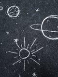 Чертеж мела Космос, планеты и звезды покрашенные ` s детей Стоковая Фотография RF